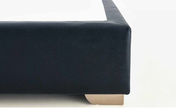 Detalle esquina canapé fijo pata acero 5cm